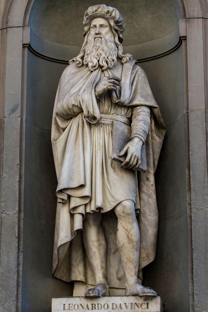 Leonardo Da Vinci Statue in Florence - The Proud Italian
