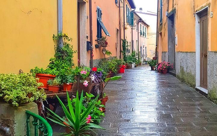 Narrow streets of Tellaro Village - The Proud Italian