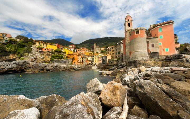Tellaro Village - The Proud Italian