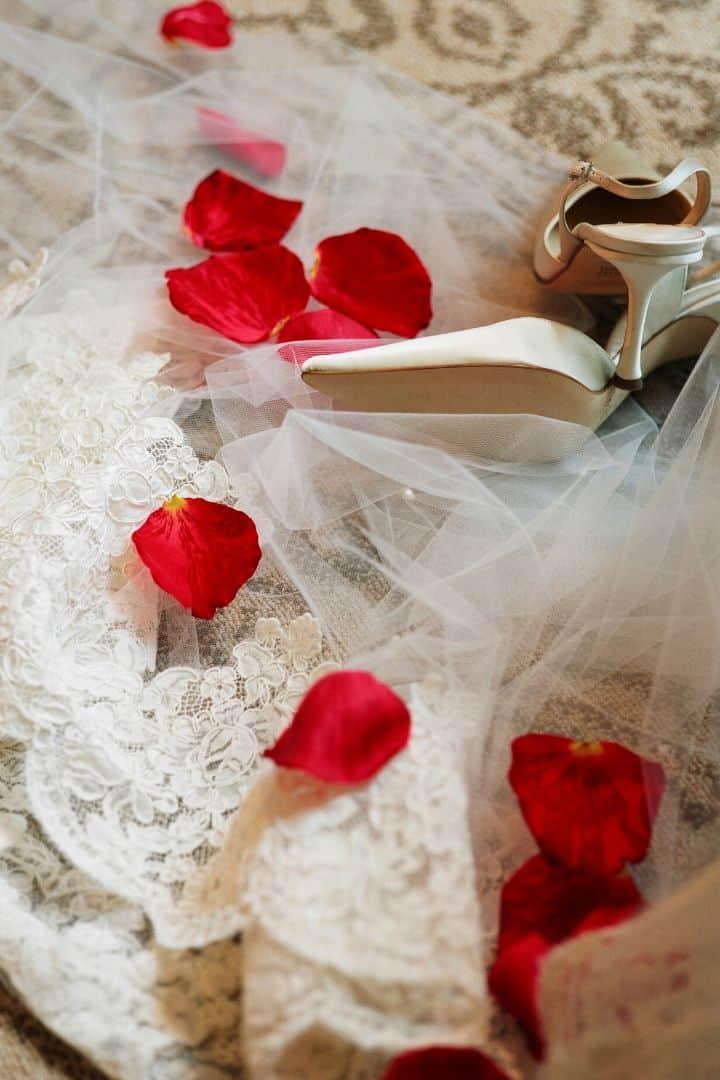 Traditional Italian clothing and veil in Italian wedding - The Proud Italian