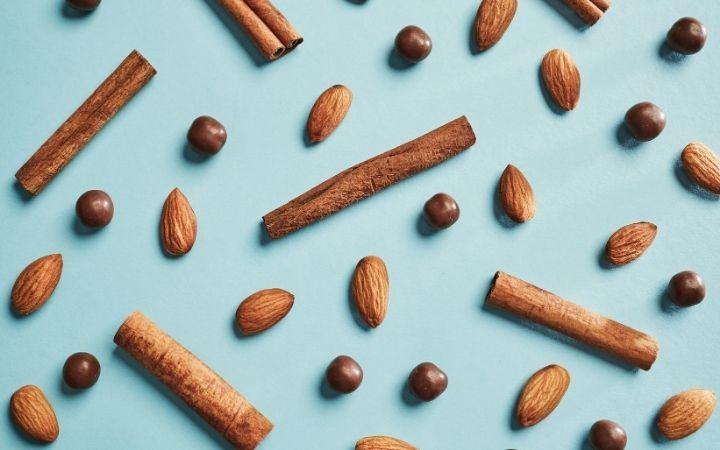 Almonds, cinnamon and chocolate balls, Italian Wedding Cookies and How To Make Them - The Proud Italian