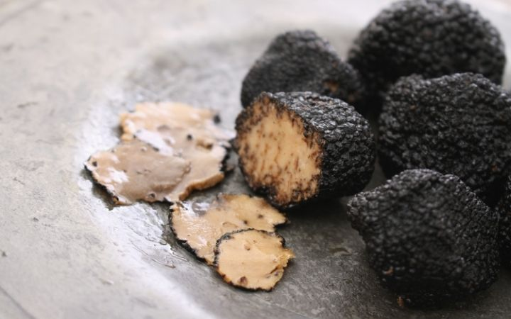Fresh black truffles, Fresh black truffles - The Proud Italian