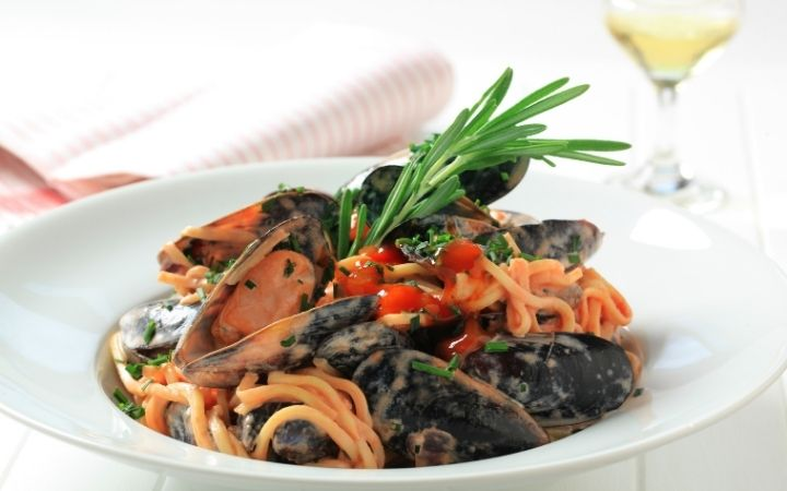 Mussels in spaghetti, Feast of the Seven Fishes - a Pescatarian's Dream - The Proud Italian