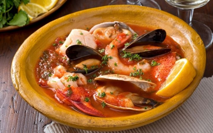 Seafood Stew, Feast‌ ‌of‌ ‌the‌ ‌Seven‌ ‌Fishes‌ ‌-‌ ‌a‌ ‌Pescatarian's‌ ‌Dream‌ ‌