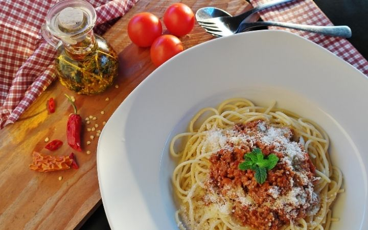 Simple Bolognese Recipe, Top-Rated Italian Chefs - The Proud Italian