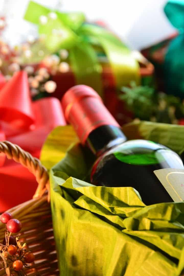 Wine and Christmas gifts, Italian Gift Baskets for Christmas - The Proud Italian