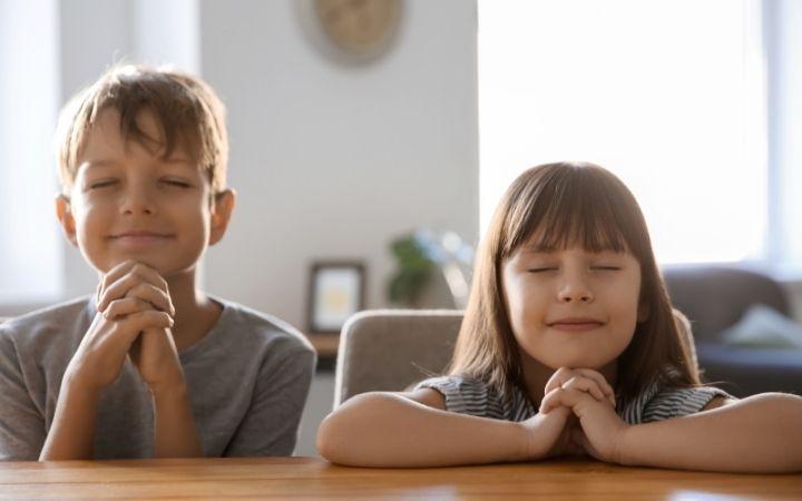 Catholic children, boy and girl, praying - The Proud Italian