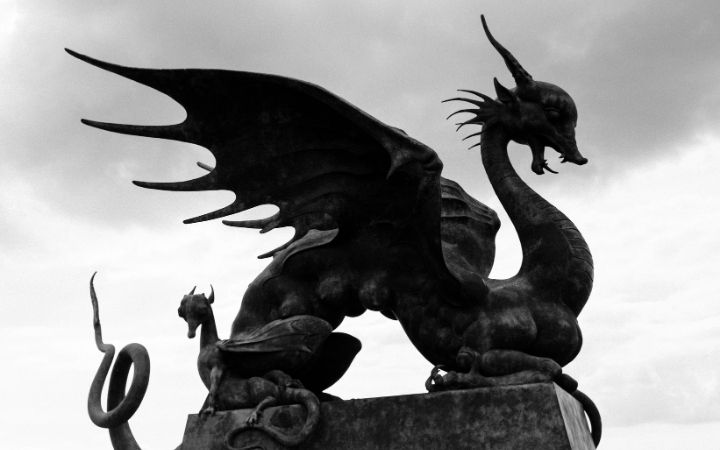 Dragon statue - The Proud Italian