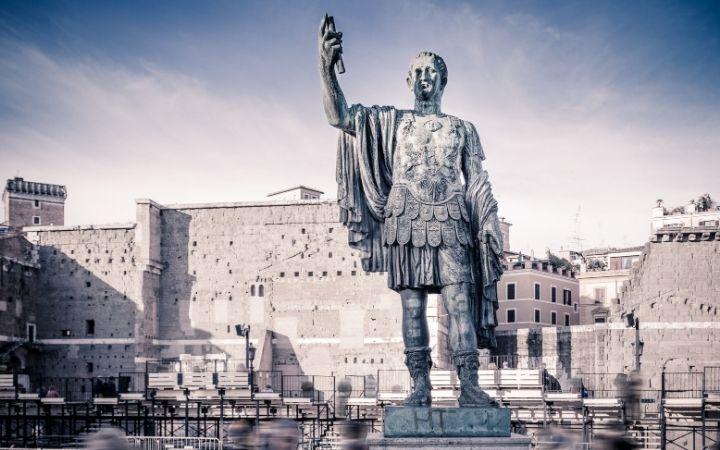 Julius Caesar statue in Rome - The Proud Italian