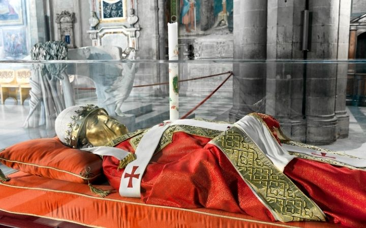The effigy of Gregory VII, Pope - The Proud Italian