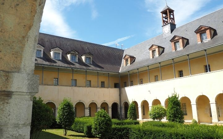 Cloister of the convent of the Ursulines - The Proud Italian