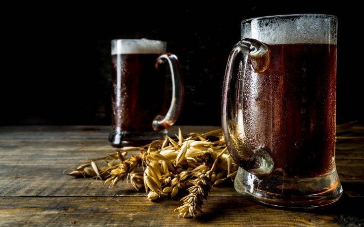 Craft beer in mugs - The Proud Italian