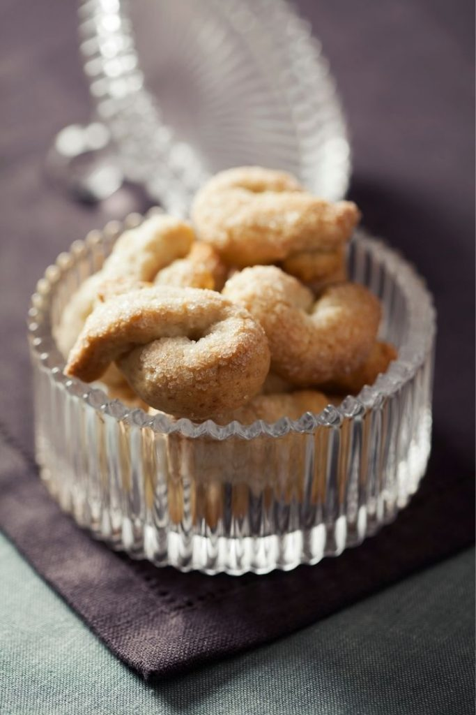 Italian cookies in a jar - The Proud Italian
