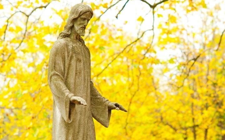 Statue of Jesus Crist - The Proud Italian