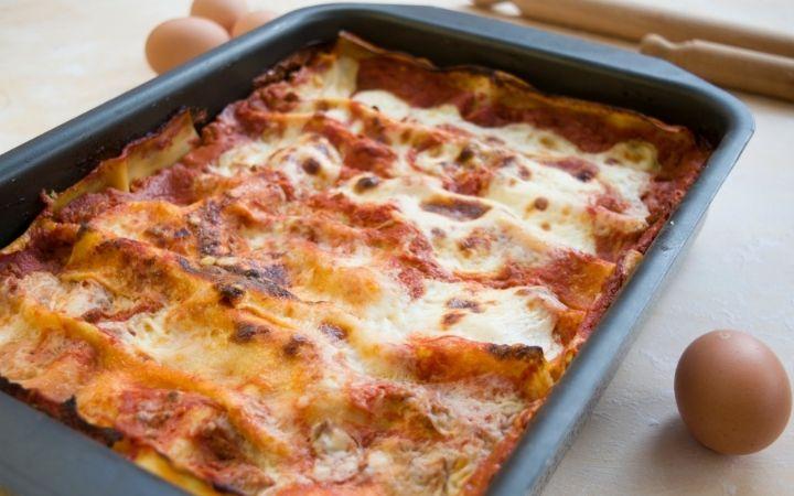 Lasagna pan and lasagna - The Proud Italian